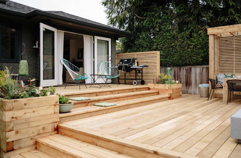 Cedar Decking vs. Composite Decking   Real Cedar